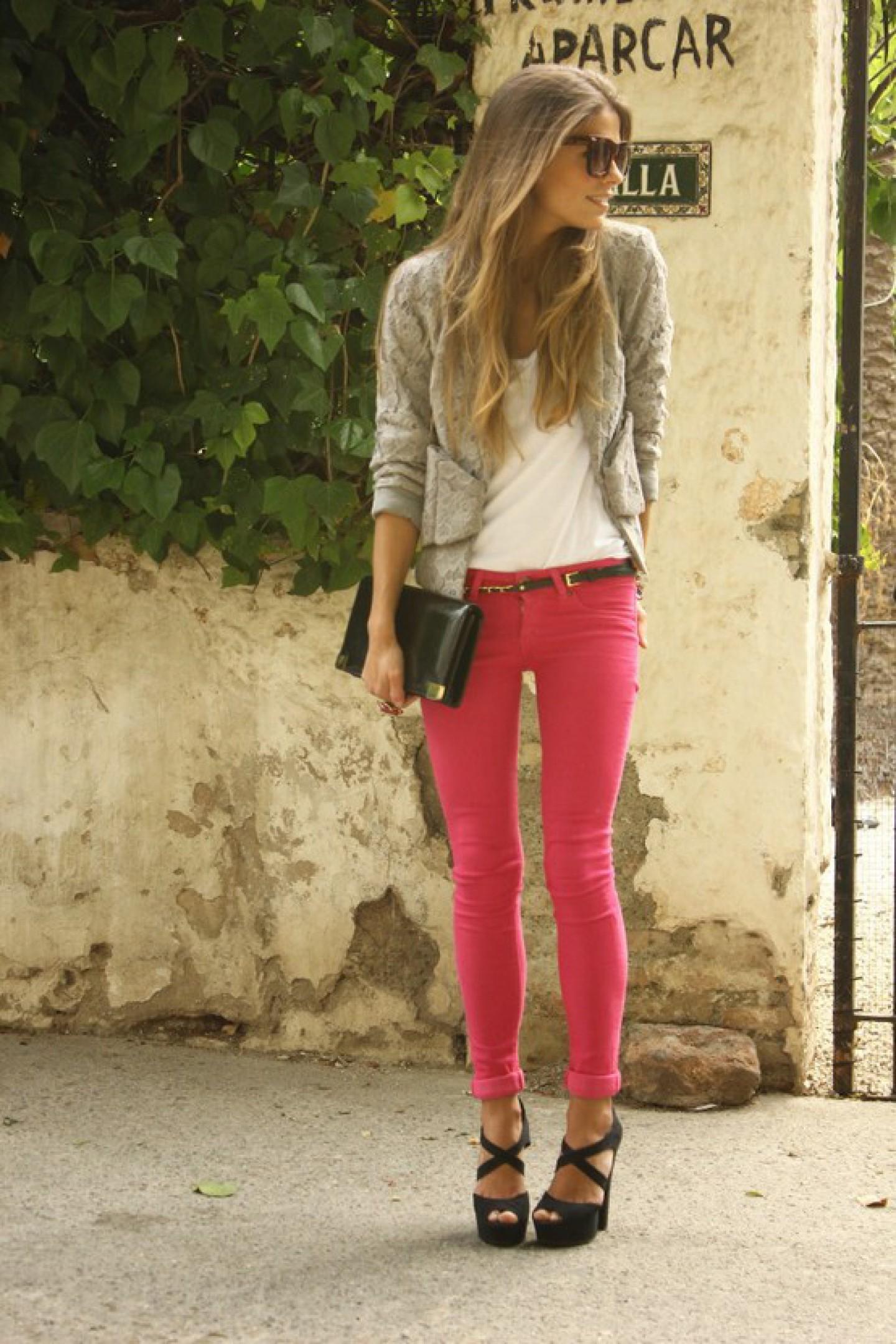 Спортивные девушки в джинсах фото